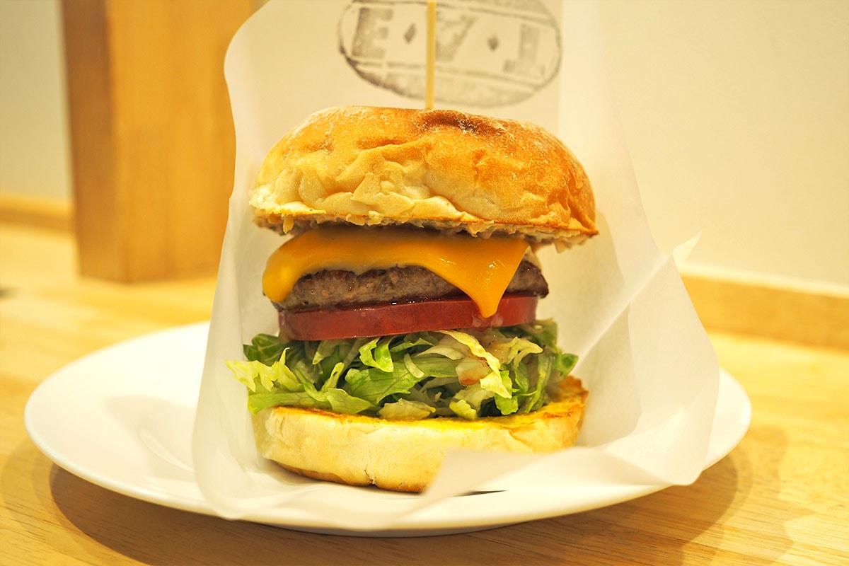 EAT-AOYAMAのハンバーガー