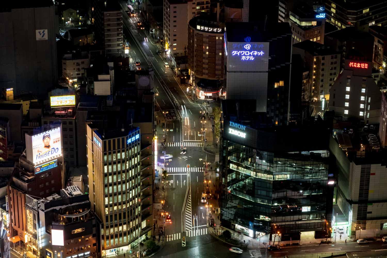 名古屋マリオットアソシアホテルから夜の道路を撮影