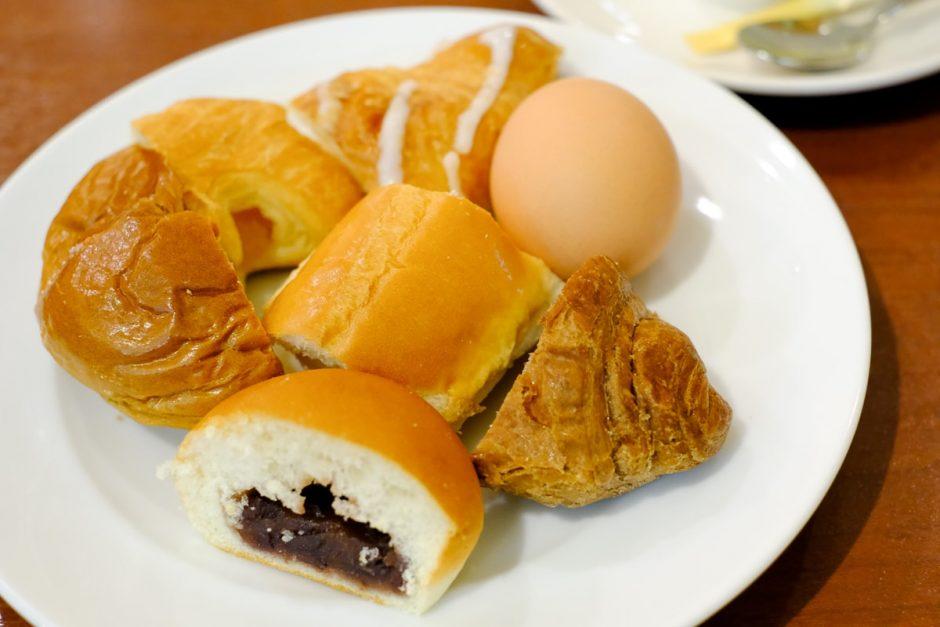 パンとゆで卵食べ放題のモーニング