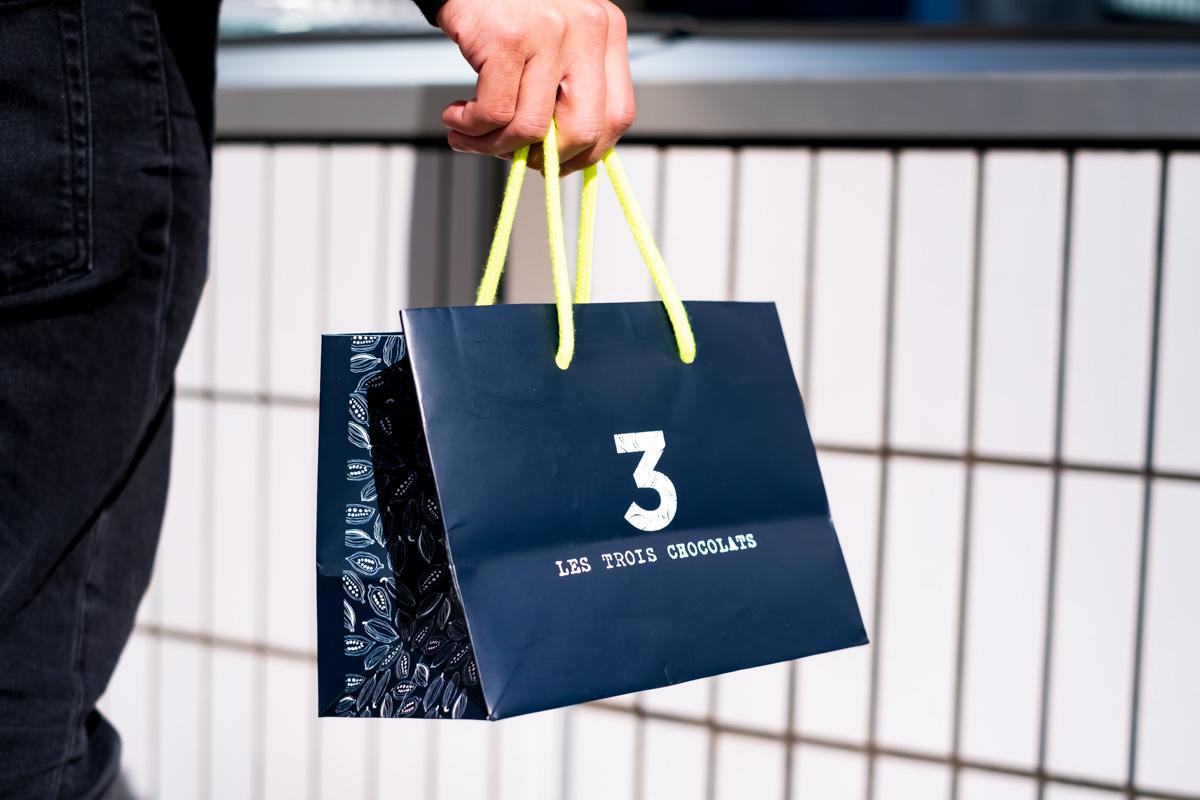 レ トロワ ショコラ パリの紙袋